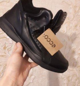 Зимнии новые кроссовки !!!39 размер