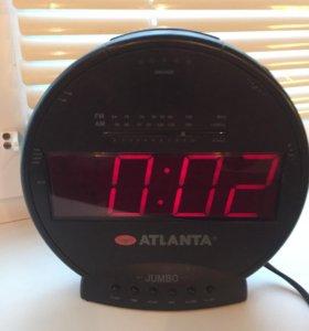 Электронные часы с радио приемником и будильником