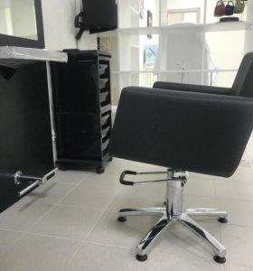 Парикмахерское кресло ( новое)