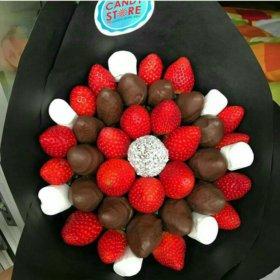 Вкусные букеты из клубники в шоколаде и машмелоу