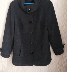 Пальто в продаже