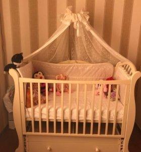 Детская кроватка с балдахином.