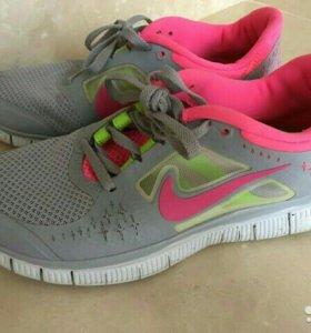 Кроссовки Nike 38 рр