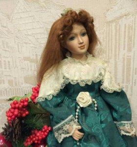 Декоративная фарфоровая кукла