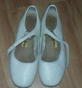Продам белые танцевальные туфли