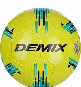 Мяч футбольный Demix.