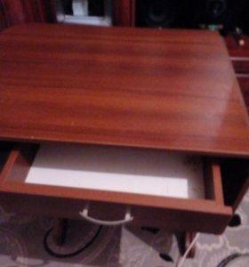 Кухонный стол. В очень хорошем состоянии!!!