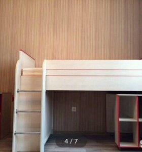 Кровать чердак +стол+тумба