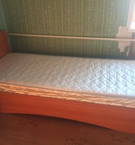 Кровать и тумба
