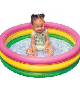 Надувной бассейн, лодка и круг для малышей
