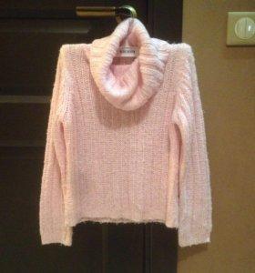 свитер на девочку 134-140 рост мягкий