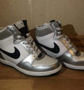 Кроссовки Nike Air Force 40 р