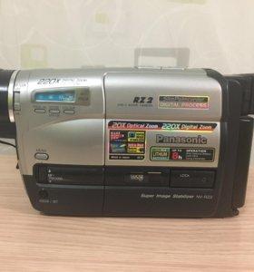 Видеокамера Panasonic RZ2