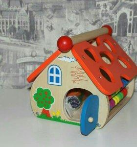 Деревянный сортер-домик со шнуровкой