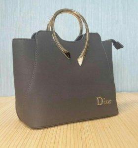 Женская сумка Диор.