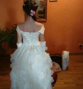Платье выпускное, с перчатками и заколкой