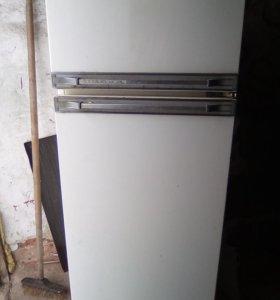 Холодильник б/у Рабочая звоните договоримся