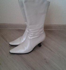 Белые кожаные сапоги Tervolina