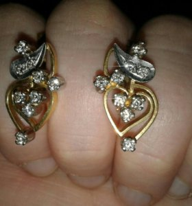 Серьги золотые, камни бриллиант