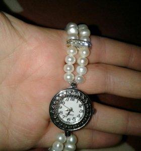 Часы на жемчужном ремешке