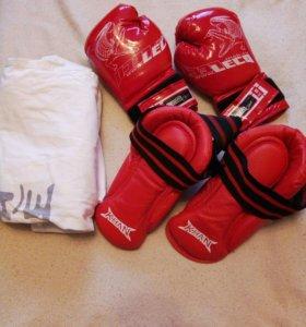 Футы, перчатки.