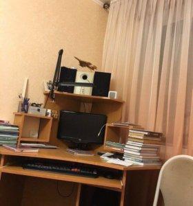 Стол компьютерный.