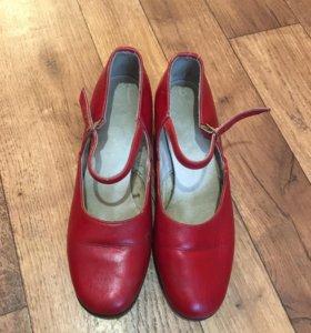 Туфли для бальных и народных танцев...