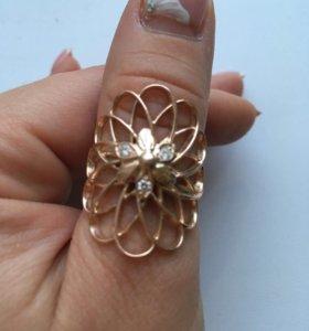 Золотое кольцо с 3 брилиантами