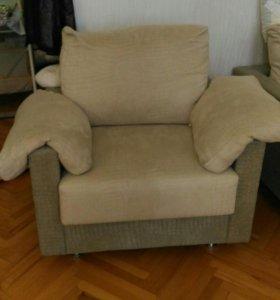Два кресла.