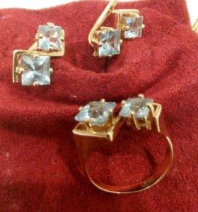 Кольцо и серьги с голубыми топазами