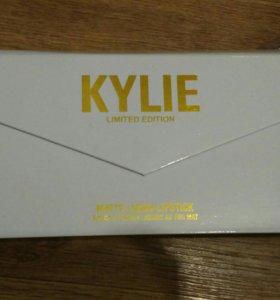 Помада матовая Kylie
