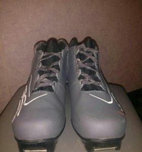 Лыжные ботинки 35р
