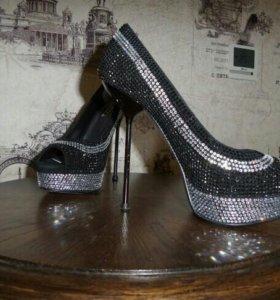Туфли на шпильке р. 37, очень красивые