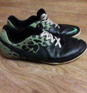 Продаю футзалки Nike Elastiks (original)