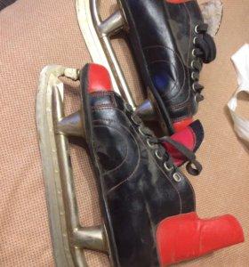 Старые хоккейные коньки