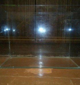 Аквариум для рыб (26 см в длину 35 в ширину)