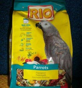 """Корм для крупных попугаев """"Рио""""."""