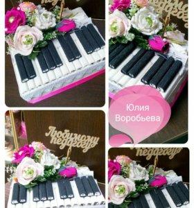 Пианино,букет из чупсов и сухофруктов