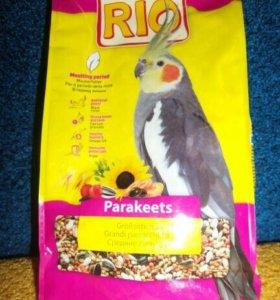 """Корм для средних попугаев """"Рио""""."""