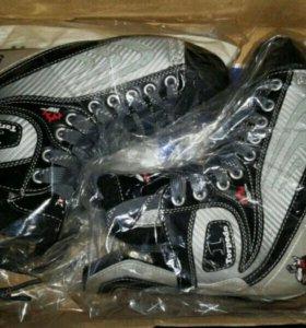 Полупрофессиональные хоккейные коньки TT Torpedo1