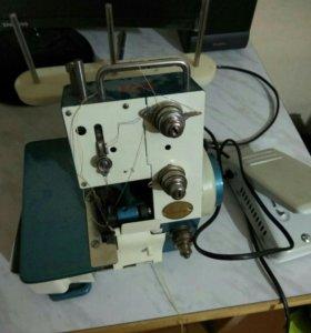 Швейная машина Обрелок, трех ниточная