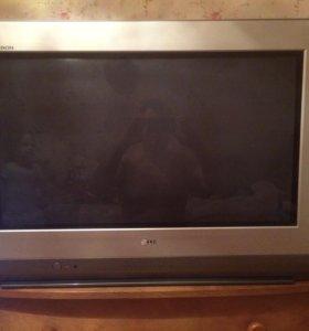 Телевизоры :LG 81 см, JVC 53 см