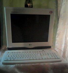 Клавиатура с манитором в робочем состоянии