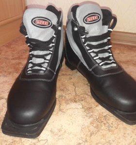 Лыжные ботинки 43 размер.