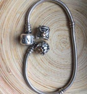 Продам браслет оригинал пандора с двумя шармами