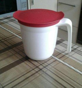 Кружка с крышкой Tupperware