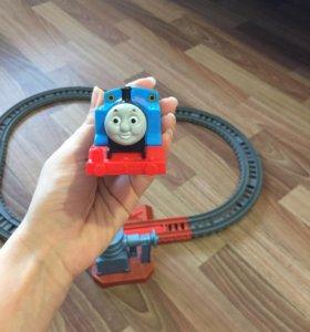 Железная дорога с паровозиком Томас