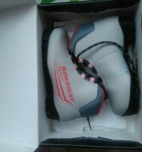 Лыжные ботинки 32 размер.