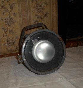 Прожектор старого образца с лампой