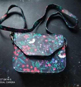 Девчачья небольшая сумочка